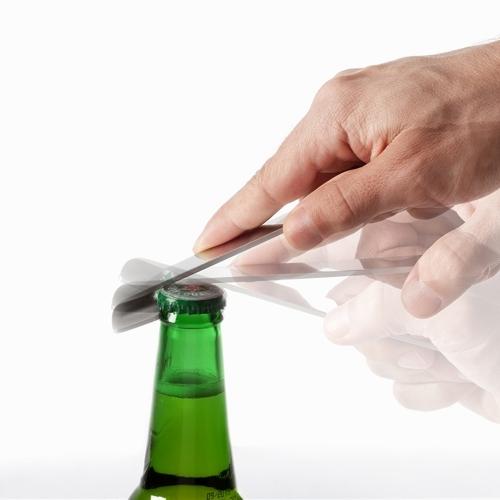 Ruban Bottle Opener, Contexte