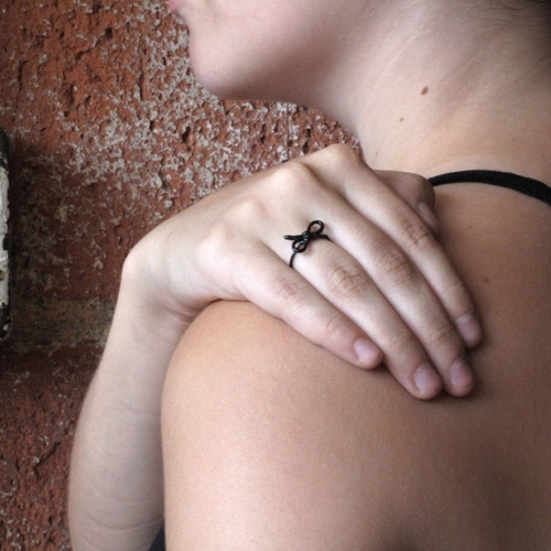 Forget Me Knot Ring, Black